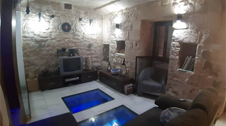 Zabbar, 2 Bedroom Converted Town House - Furnished
