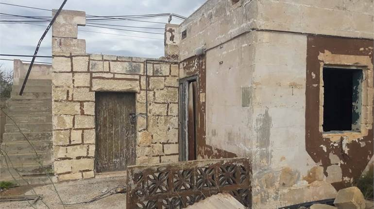 Naxxar, Unconverted Farmhouse + 4 Tumoli Of Land