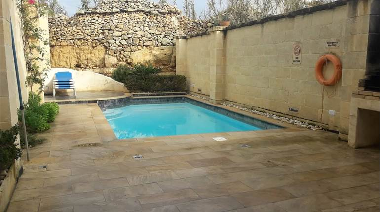 Xewkija, Gozo. 5 bedroom farmhouse with pool