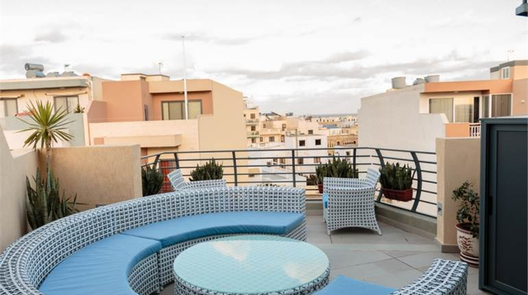 Marsascala Large 3 Double Bedroom Penthouse + Pool