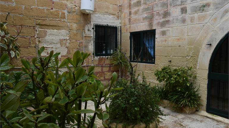 Farmhouse for sale in Zurrieq