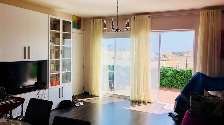 Gzira penthouse with airspace