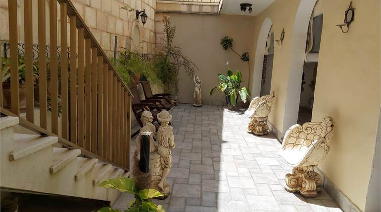 Attard, Corner Villa with flatlet + garage/carport