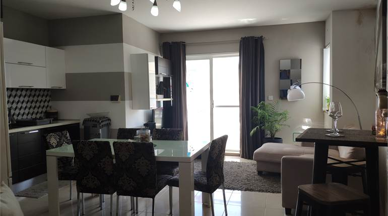 2 Bedroom Apartment, Fully Furnished / Garage