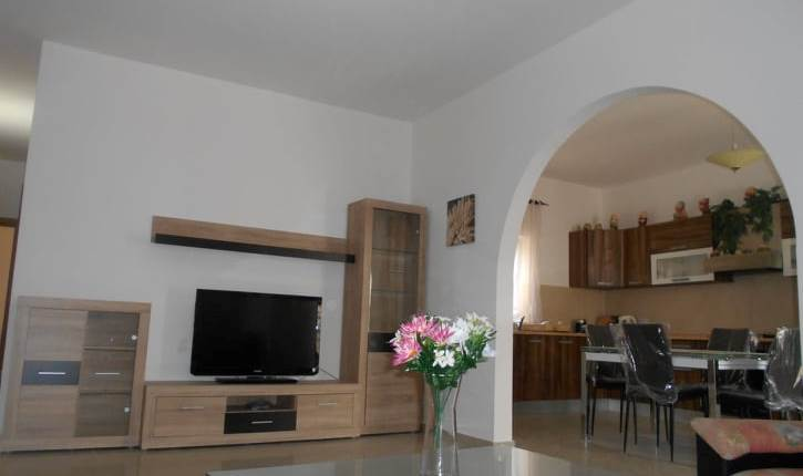 Marsascala, Side sea views/ 3 Bedroom /Furnished