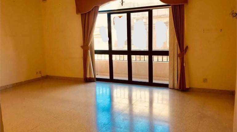 SLIEMA, LARGE 3 BEDROOM APARTMENT