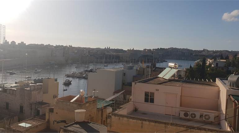 Kalkara - Unconverted Townhouse Enjoying Seaviews