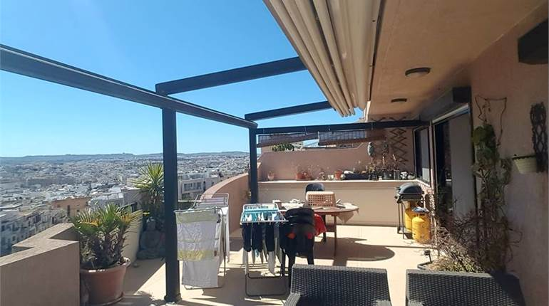 3 bedroom apartment with large terrace + garage
