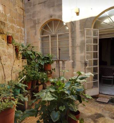 KIRKOP Townhouse + 12 rooms / central courtyard