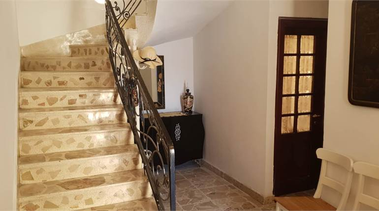 Semi detached Villa / car drive / grg / 3bdr